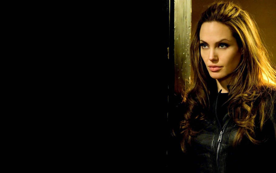 Angelina Jolie As Lara Croft Widescreen Wallpaper Wide Wallpapersnet