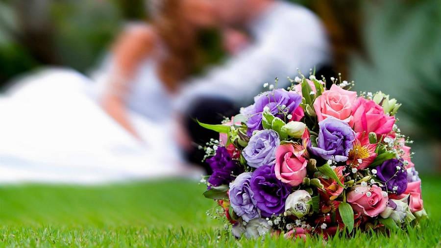 Elizabeth Hurley Wearing Her Jenny Packham Bridal Gown