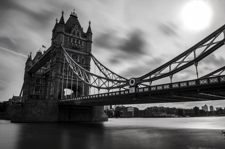 tower bridge at night london england wallpaper 11682. Black Bedroom Furniture Sets. Home Design Ideas