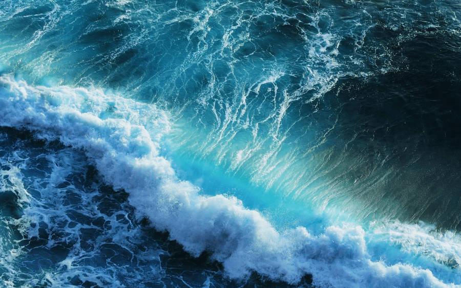 Crashing Waves Animated Wallpaper
