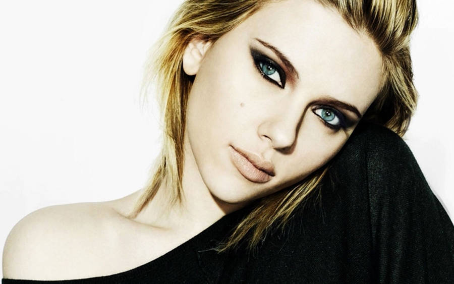 Scarlett Johansson Side Pose Wallpaper 40529